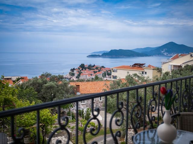 Two bedroom apartment in Sveti Stefan