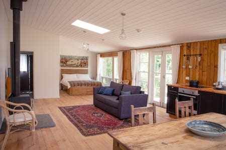 Beautiful Converted Shearing Shed - Chalet