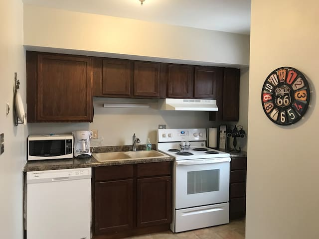 Spacious 2 Bedroom  Great for Notre Dame Weekends!