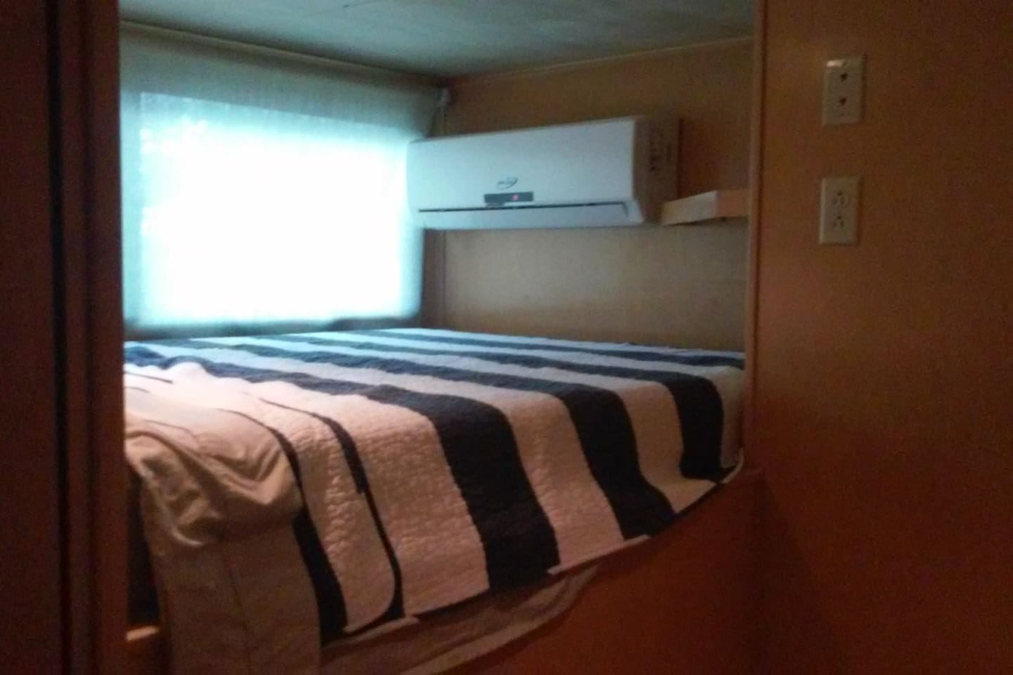 Double bed in the up berth