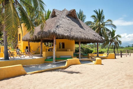 ★BEACHFRONT virgin beach up to 14guests in 4units