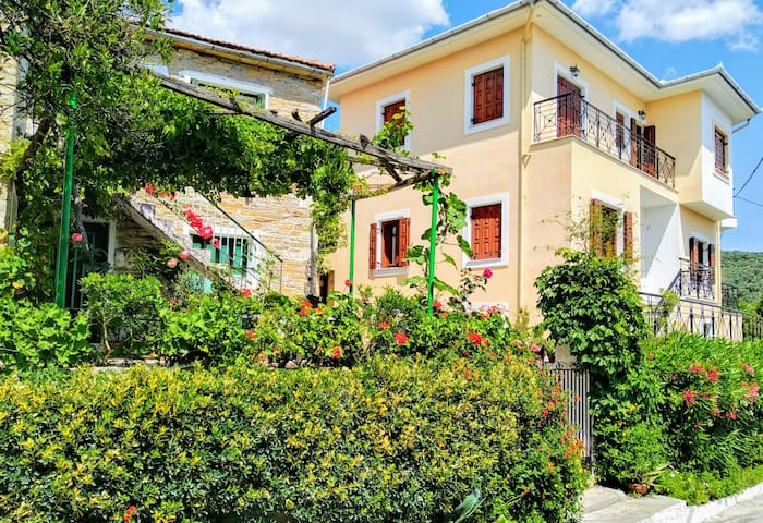 Pelion-Seaside Deluxe House with parking