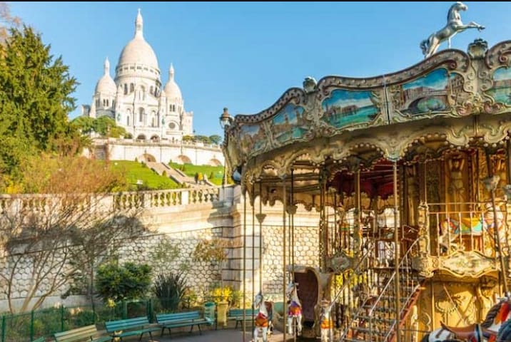 Visit Montmartre with me
