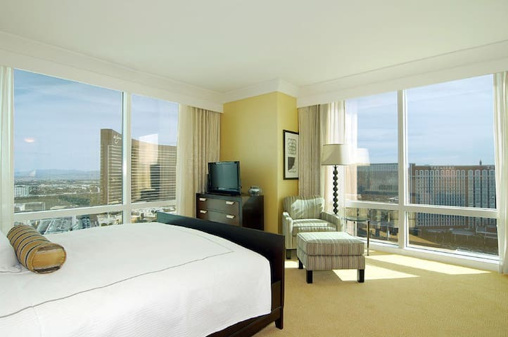 TRUMP Tower ★ 1bed 2bath ★ 59th Floor ★ Views