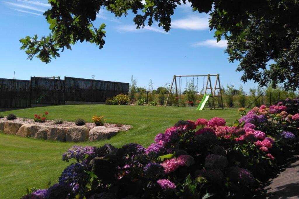 Jardin avec balançoire privée