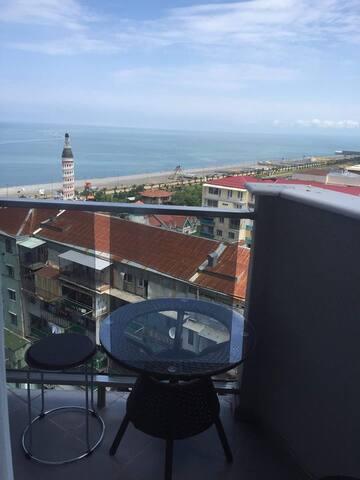 vid na more cherez balkon