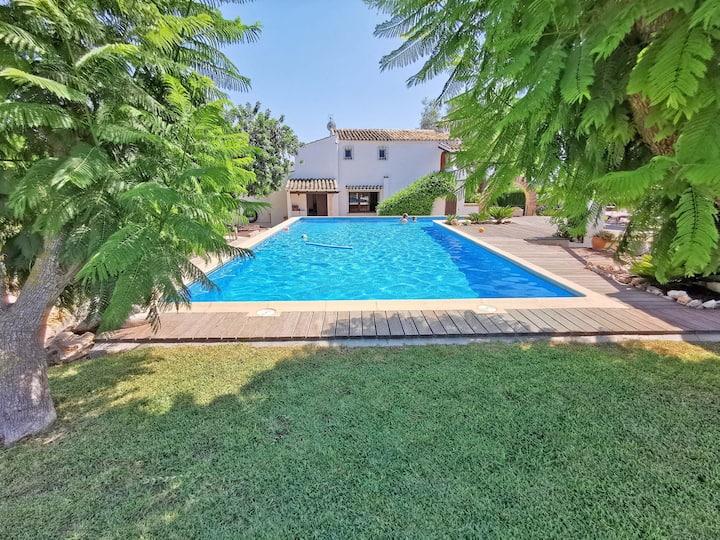 Lovely villa, short walk from town, huge  pool etc