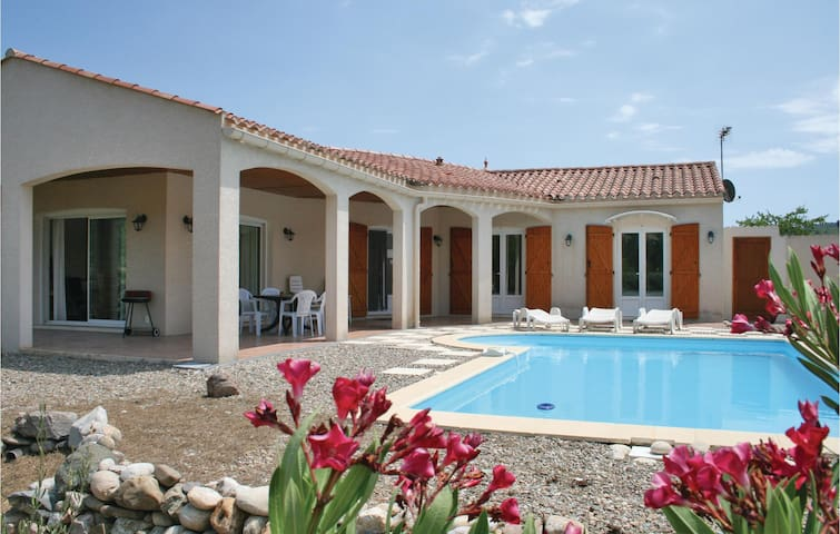 Holiday cottage with 3 bedrooms on 105m² in Prades sur Vernazobre
