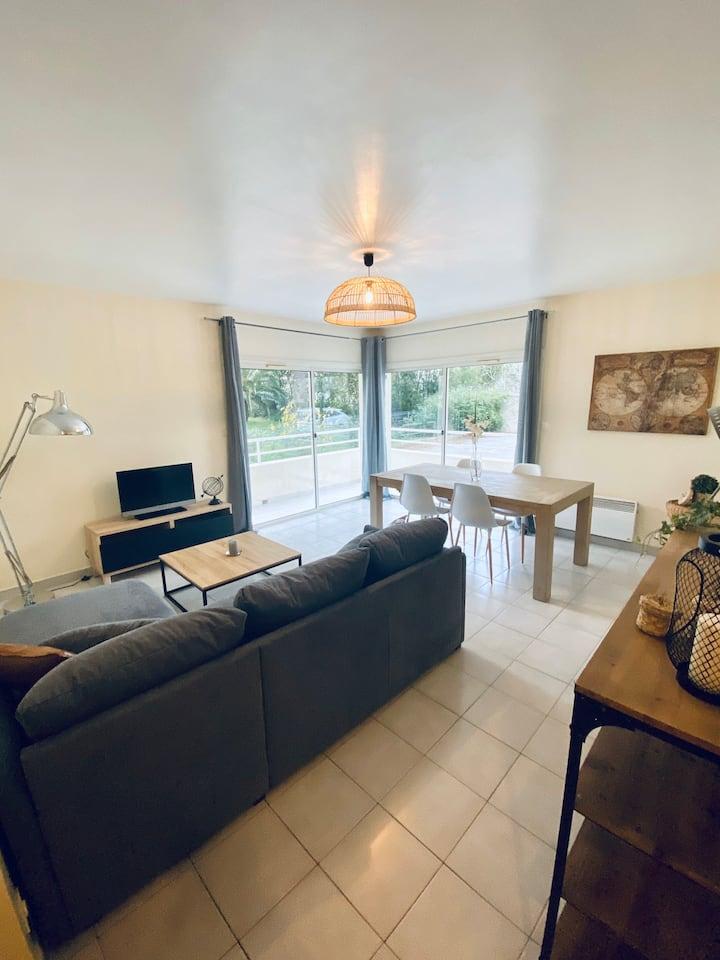 Appartement terrasse 70 m2 à 50 mètres de la plage