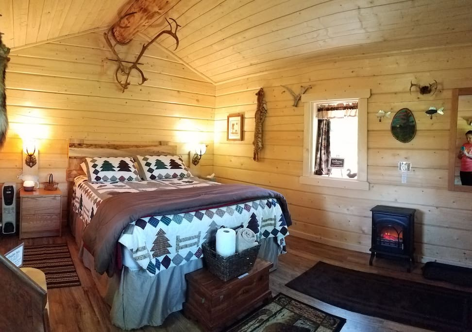 Our private, one-room cabin is waiting for you! Electric heater simulates a cozy fire.