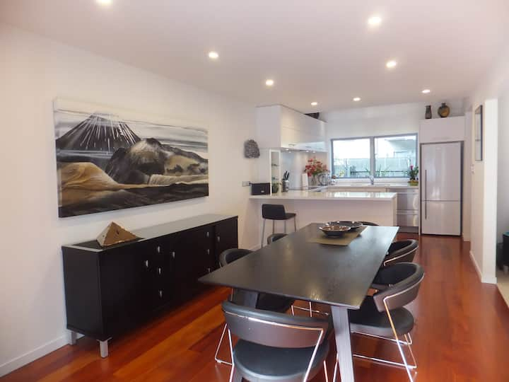 Luxury living in central Paihia