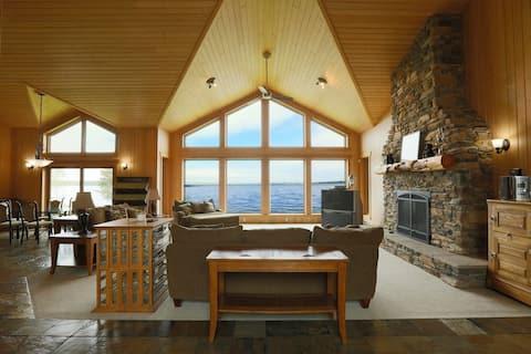 Luxury 3-bedroom Falcon Lake waterfront
