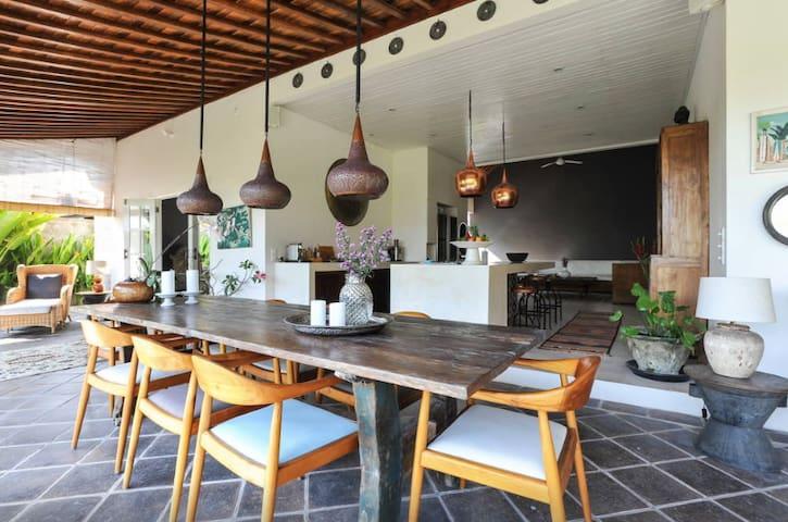 Senang Beach Villa, 500m to Batu Bolong Beach - Bali - Hus
