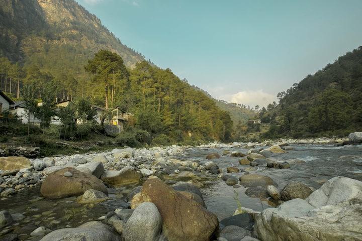 Whole RESORT- Tirthan The Great Himalayan Nation