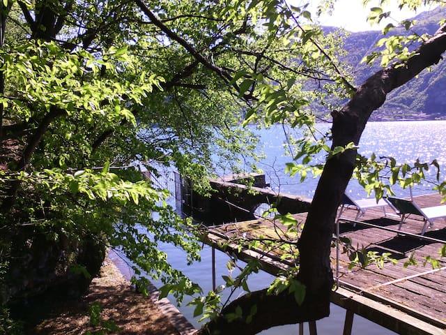 Cottage sul lago con darsena - Mandello del Lario