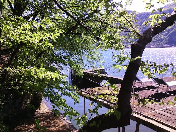 Cottage sul lago con darsena