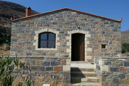 Quiet stone house - 5 minutes stroll to beach - Kalo Nero - 独立屋