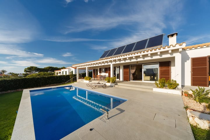 Villa with swimming-pool for 7 in Binibequer