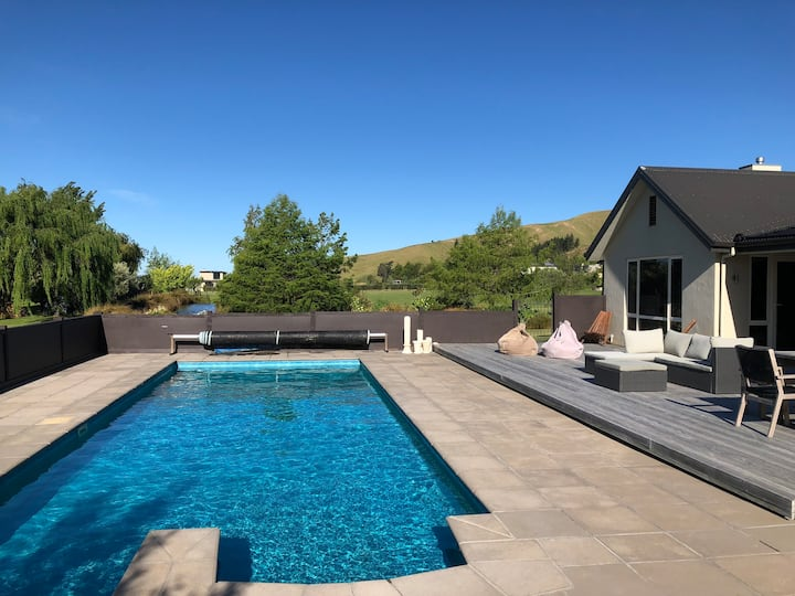 Modern family home central tranquil location pool