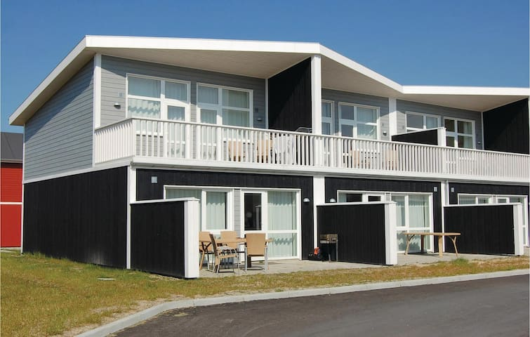 Holiday apartment with 4 bedrooms on 105m² in Løkken