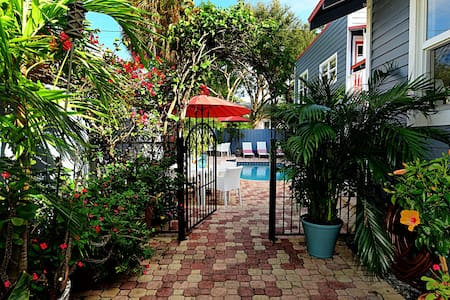 Tropical Oasis in Grandview Heights, downtown WPB