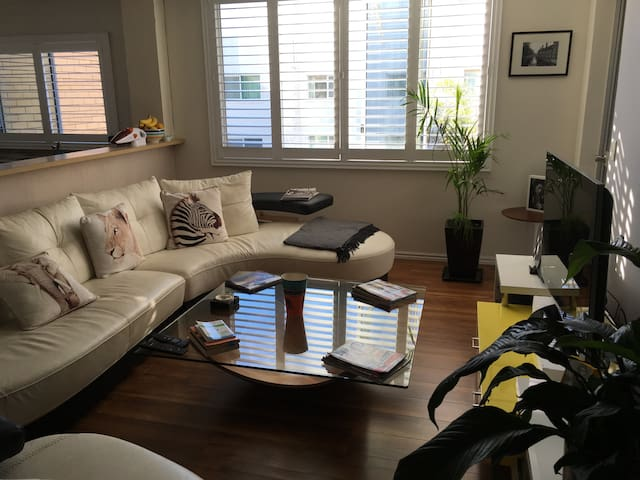Broadbeach Pad - Close to Beach
