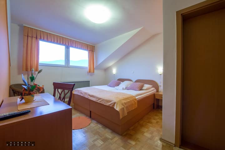 Guesthouse Kolesar - King Size Bed with Breakfast