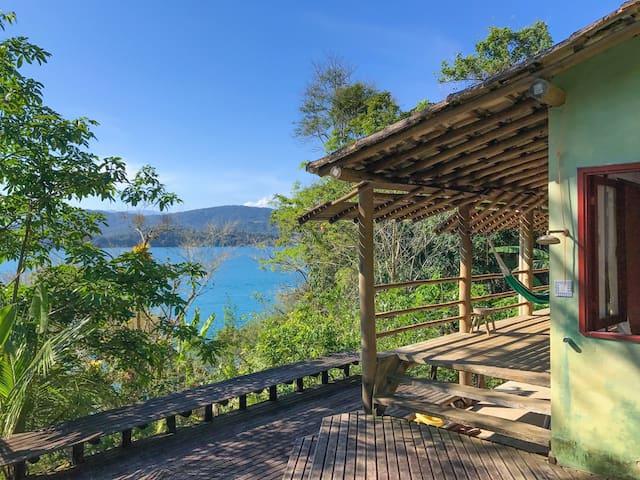 Casa na costeira em Paraty-Mirim