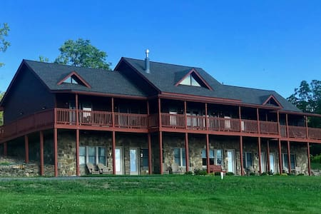 King Lodge Lakeview w/Onsite Brewery in FLX