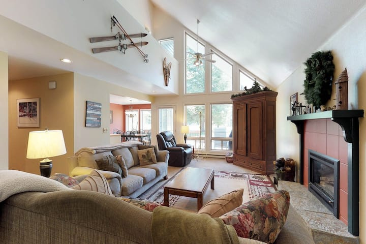 Serene, two story home on the golf course w/ a furnished deck & fairway views