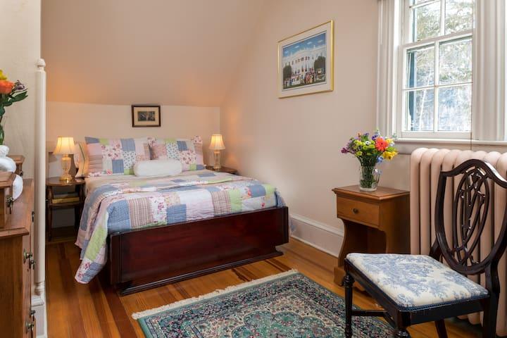 Comfy Room with Shared Bath at the Idlwilde Inn B&B