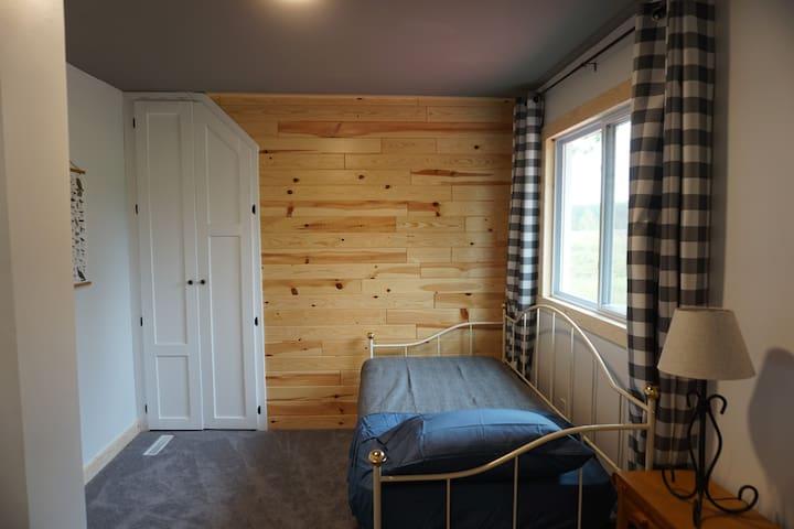 Birkie view bedroom (twin)