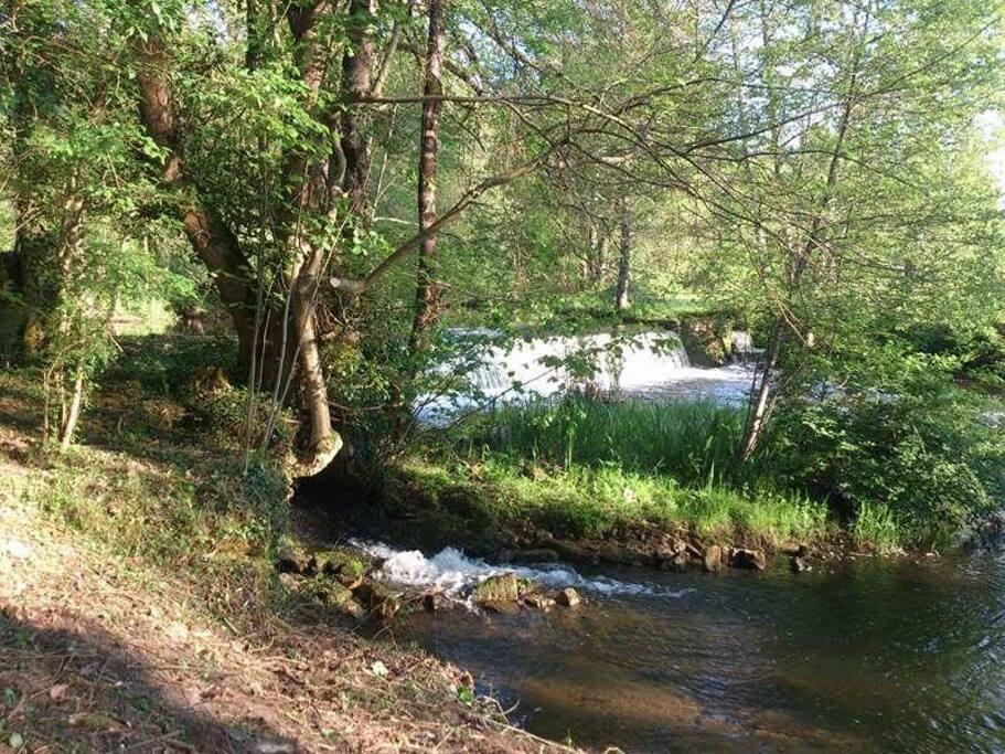 La rivière Drôme qui passe en contrebas un lieu de calme et de baignade pittoresque