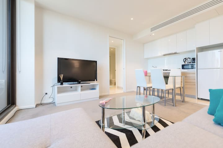 Luxury Apt in Heart CBD~Gym~Pool~Sauna~1 min to QV - Melbourne - Apartment