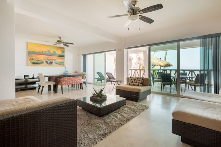Albatroz peaceful Condo right in front the beach..