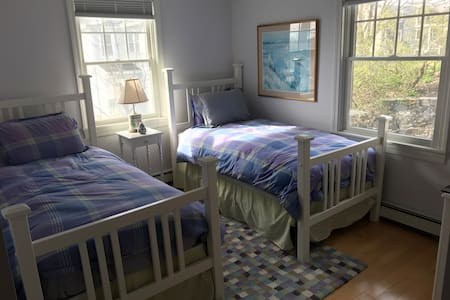 Waterview Home Purple Room