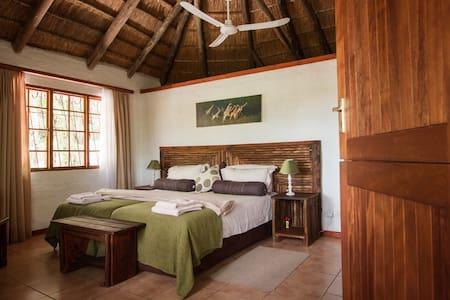 The Kraal Lodging - twin room - Maun