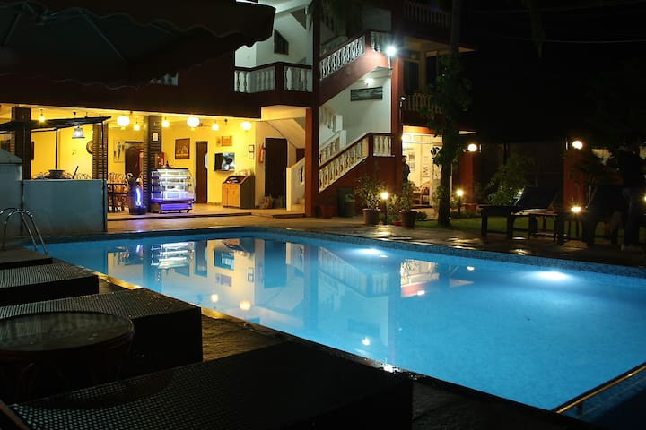 Deluxe Room with pool Near Morjim beach