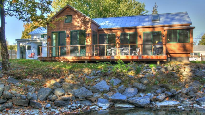 Hudson Creekside Cottage