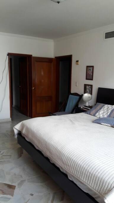 Master bedroom-Dormitorio principal