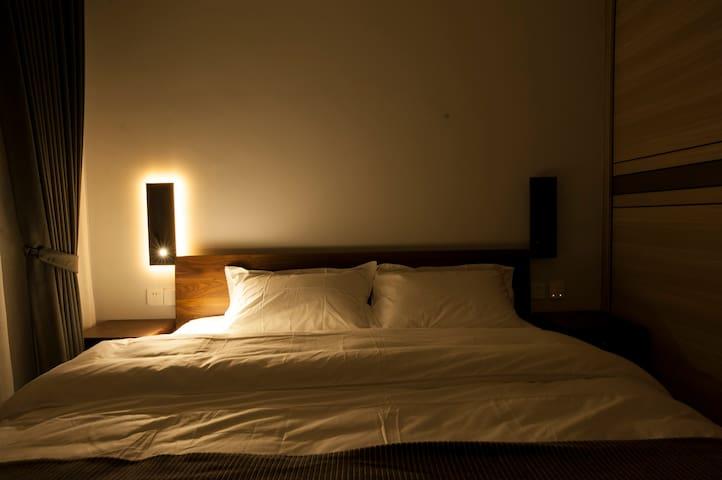 1号卧室(带阅读灯功能)