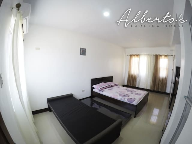 Air-con, spacious, clean. Alberto's BNB 1R4C