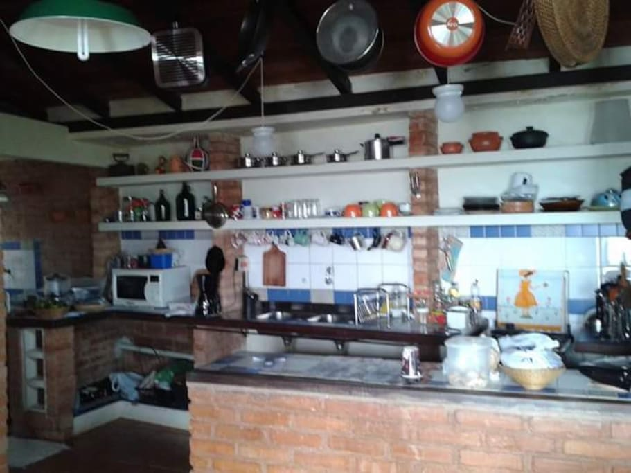 Cozinha espaçosa estilo colonial!