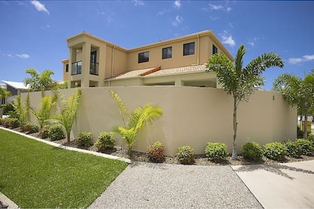 Lge Spacious Home inc Pool+3BR(A) 'The Birds Nest' - Parrearra