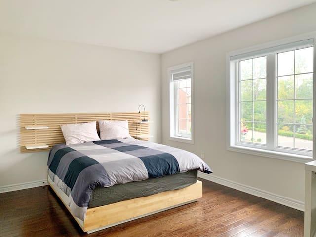 Private bedroom with Semi-bathroom Room B