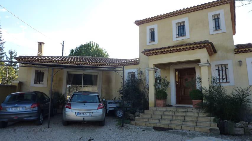 agréable villa à gardanne - Gardanne - Villa