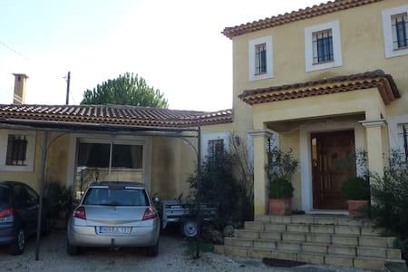 agréable villa à gardanne - Villa