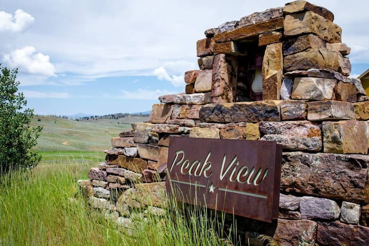 The Granby Retreat is located within the Peak View townhouse community in Granby Ranch