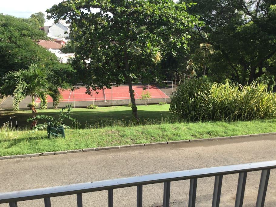 piscine  et tennis privative residence