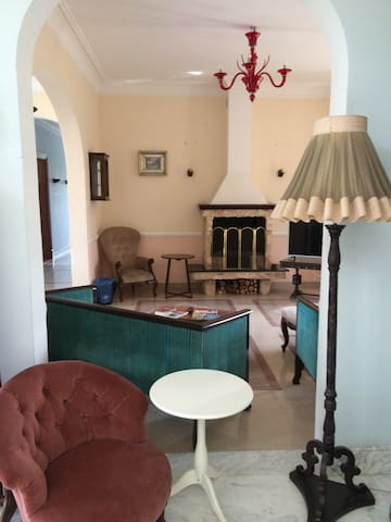 SMALL TWIN ROOM  IN VILLA WITH POOL - San Ġwann - Huis